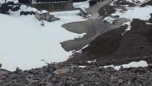 Baraj gölünde sızıntı, 12 ev tahliye edildi
