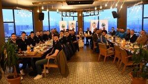 Başkan Taban parkenin şampiyonlarını kutladı - Bursa Haberleri
