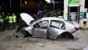 Önündeki Otomobile Çarpan Alkollü Sürücü Benzinliğe Girince, Ortalık Savaş Alanına Döndü: 1'i ağır 4 yaralı