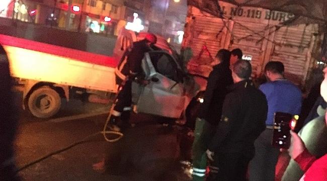 Bursa'da kamyonetle kamyon çarpıştı - Bursa Haberleri
