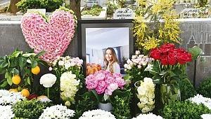 Çiçeklerle anıldı