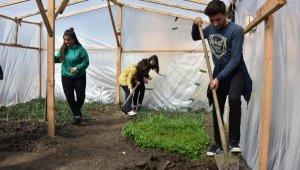 Coğrafya dersini çiftçilik yaparak öğreniyorlar - Bursa Haberleri