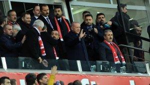 Cumhurbaşkanı Erdoğan Türkiye-Moldova Maçını Canlı İzliyor