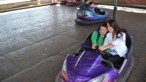 Down sendromlu çocuklar luna parkta eğlendi - Bursa Haberleri