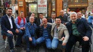 Dündar esnafa Türk Bayrağı hediye etti - Bursa Haberleri
