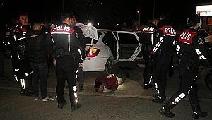'Dur' ihtarına uymadılar... Polise 'kimyon baharatı' attılar