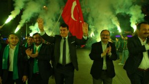 Emek'te ilgiyle karşılanan Mustafa Dündar muhalefete yüklendi - Bursa Haberleri