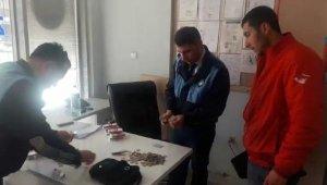 Engelli gibi davranan dilencileri zabıta ekipleri yakaladı - Bursa Haberleri