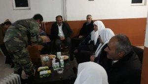 Hakkari'de çığda mahsur kalan 19 kişi askerin misafiri