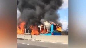 İçinde öğrenciler olan otobüsü kaçırdı, sonra da otobüsü yaktı
