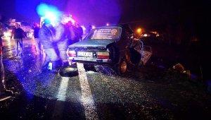 İki otomobil kafa kafaya çarpıştı: 1 ölü, 2 yaralı