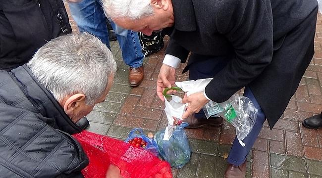 İlginç kutlama... Vatandaşa taneyle sebze dağıttı - Bursa Haberleri