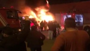 İstanbul'da iş yeri deposundaki yangında patlamalar meydana geldi