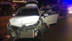 İstanbul'da zincirleme trafik kazası; 5 yaralı