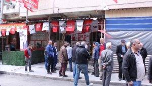 İzmir'de CHP'nin seçim ofisine silahlı saldırı: 2 yaralı