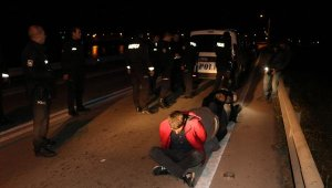 Kazanın ardından kaçmaya çalışan 4 genç, kovalamacayla yakalandı