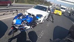 Kendisini sıkıştıran sürücünün boğazını sıkıp tokat attı