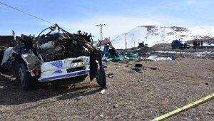 Kömür yüklü kamyon şarampole uçtu: 1 ölü, 1 yaralı