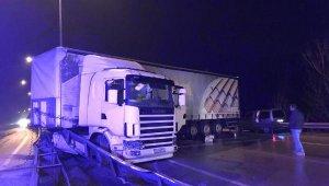 Kontrolden çıkan TIR nedeniyle Bursa-Gemlik yolu 2 saat trafiğe kapandı - Bursa Haberleri