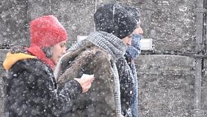 Meteoroloji'den bir taraftan sıcaklık, diğer taraftan kar ve sağanak uyarısı