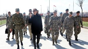 Milli Savunma Bakanı Hulusi Akar ve komutanlar Suriye sınırında