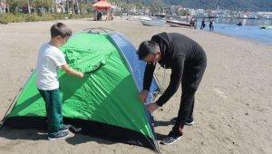 Önce sandığa sonra sahile koştular