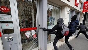 Paris sokakları yine karıştı... Sarı yelekliler mağazaları yağmaladı