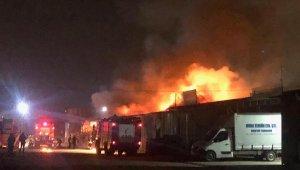 Parlayan motor yağı depo ve dükkanı yaktı: Baba öldü, oğulları yaralandı