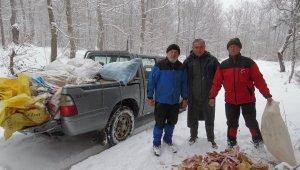 Sahipsiz köpekler için 3 ayda 2 ton ekmek topladılar - Bursa Haberleri