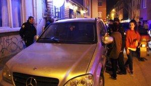 Türkiye'de bakılması yasak... 12 saat otomobilde mahsur kaldı