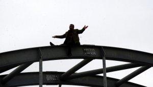 Üst geçitte 4 saatlik intihar pazarlığı - Bursa Haberleri