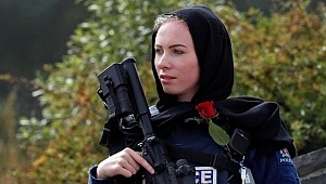 Yeni Zelanda'da görevli kadın polisten anlamlı hareket