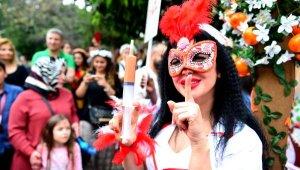 1,5 milyon kişi Portakal Çiçeği Karnavalı'yla coştu