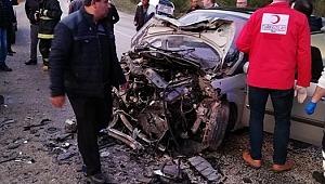 2 otomobil kafa kafaya çarpıştı: 2 ölü, 8 yaralı - Bursa Haberleri