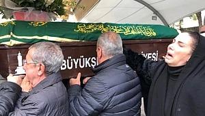 40 gün önce kaybettiği babası için türkü okudu