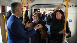 Aktaş metroda vatandaşları dinledi - Bursa Haberleri