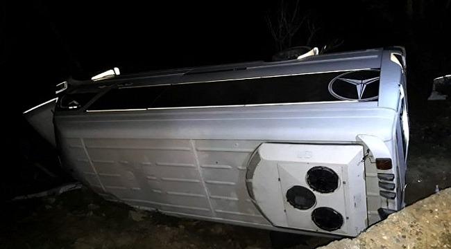 Bursa'dan, Adıyaman'a Gezi İçin Turist Taşıyan Minibüs Şarampole Devrildi, 12 Yaralı!
