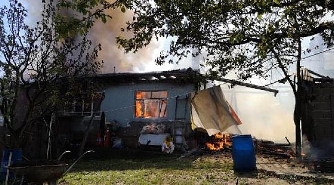 Bursa'da çıkan yangında iki ev kullanılamaz hale geldi - Bursa Haberleri