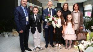 Çocuk başkanın ilk talimatı futbol sahası oldu - Bursa Haberleri