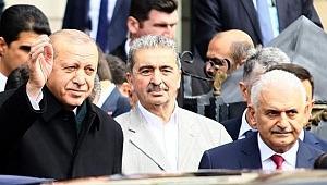 Cumhurbaşkanı Erdoğan, Cuma namazını Binali Yıldırım ile birlikte kıldı