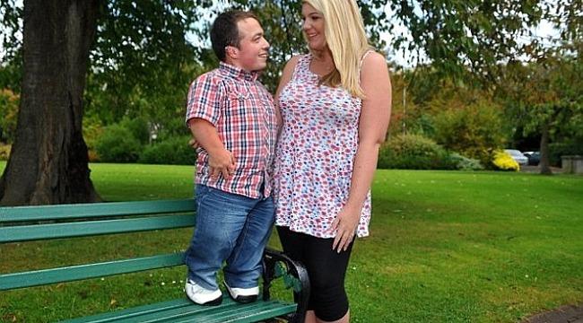 Düğününde tabureye çıkmıştı, En kısa adam baba oldu