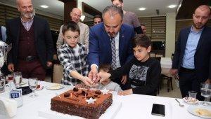 Efeler şampiyonluk pastasını çocuklarıyla kesti - Bursa Haberleri