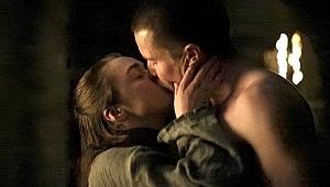 Game Of Thrones'ta bekaret sahnesi tepki çekti