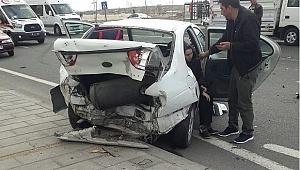 İki aracın karıştığı trafik kazasında 5 kişi yaralandı
