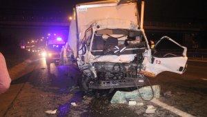 Kamyonet kamyona çarptı, TEM kilitlendi
