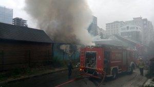 Kereste marketi alev alev yandı
