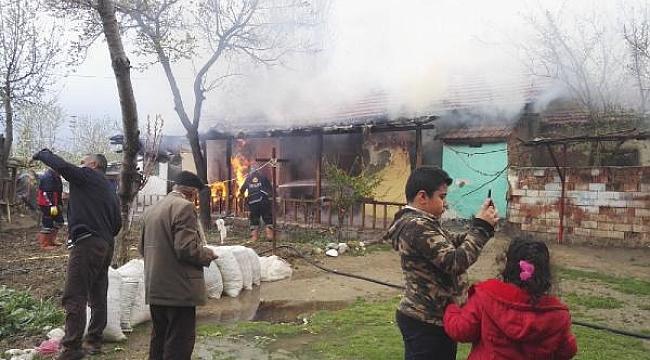 Komşuları 6 kişilik aileyi son anda kurtardı