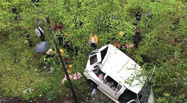 Minibüs fındık bahçesine yuvarlandı: 7 yaralı
