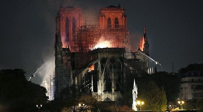"""""""Notre Dame"""" yangını tüm dünyayı üzdü"""
