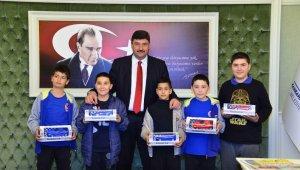 Öğretmen belediye başkanına ilk ziyaret çocuklardan